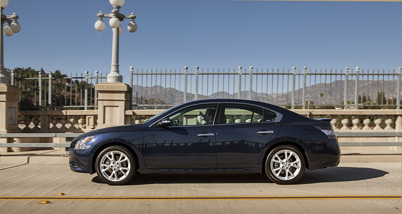 2013-Nissan-Maxima-side