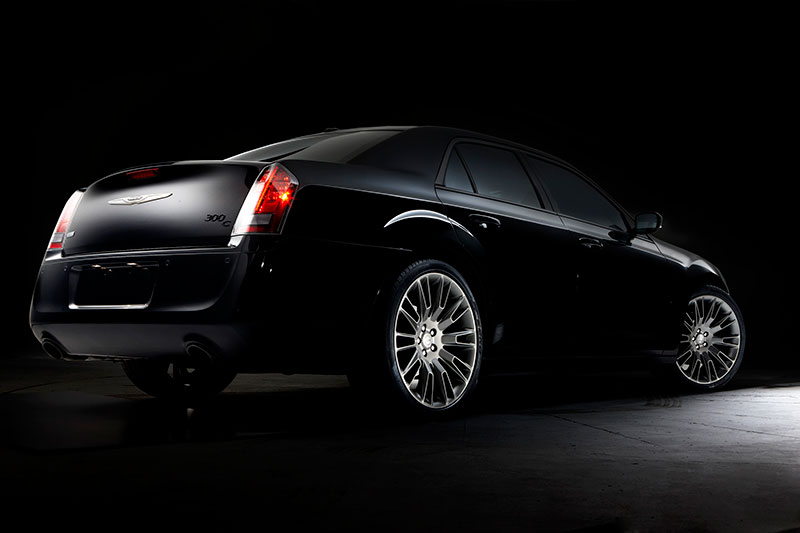 2014-Chrysler-300C-Varvatos-rear
