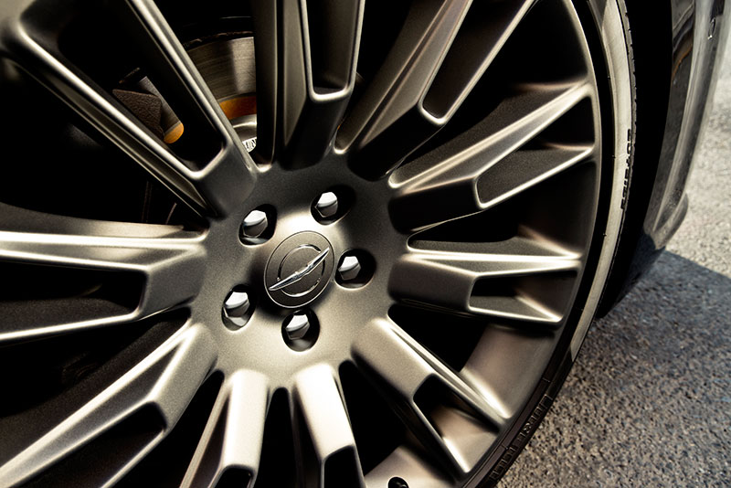 2014-Chrysler-300C-Varvatos-wheel