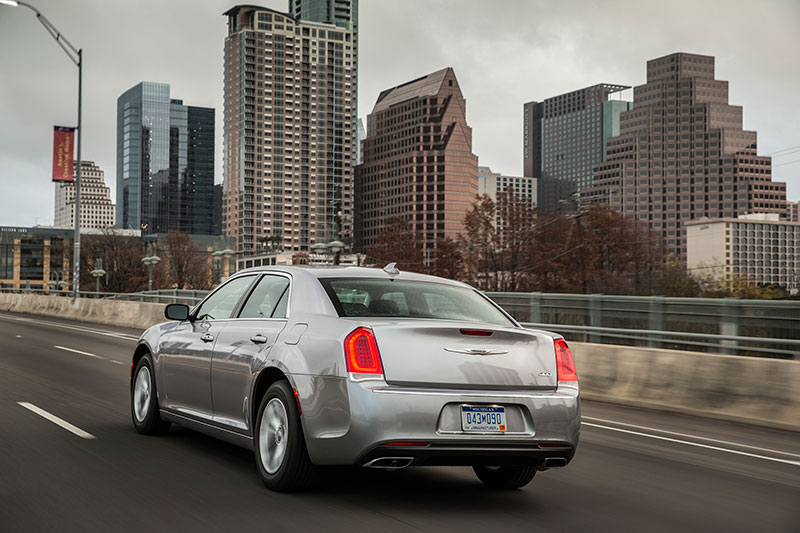 2015-Chrysler-300-rear