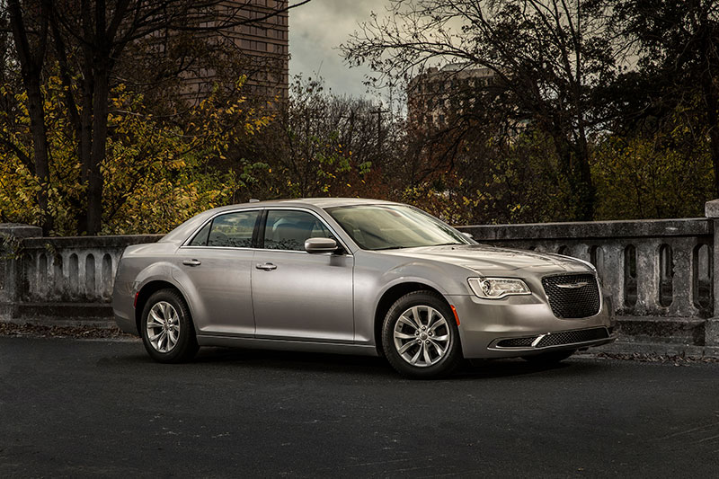 2015-Chrysler-300-side