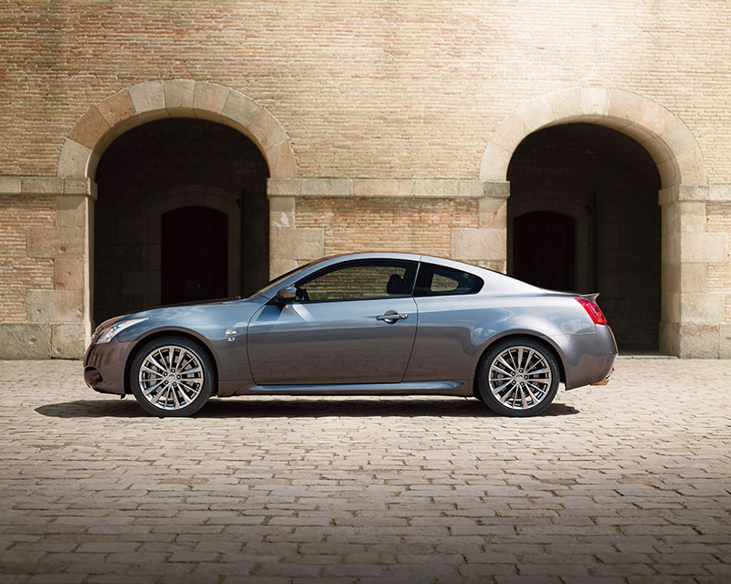 2015-Infiniti-Q60-Coupe-side