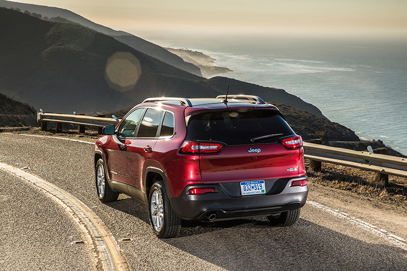 2015-Jeep-Cherokee-rear