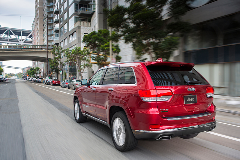 2015-Jeep-Grand-Cherokee-rear
