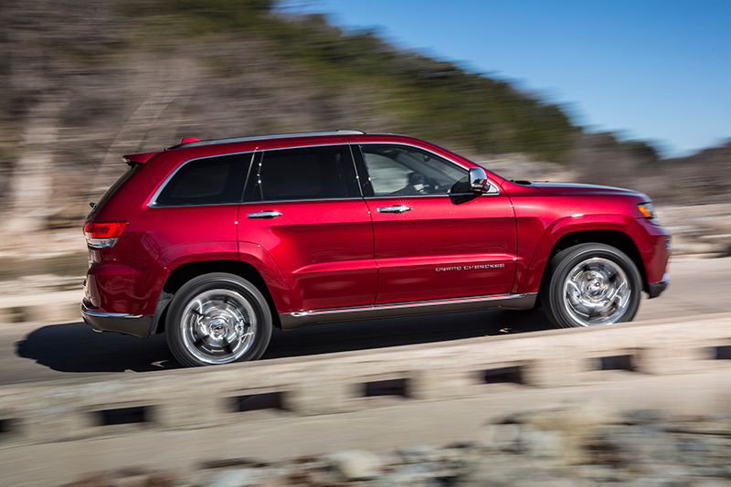 2015-Jeep-Grand-Cherokee-side