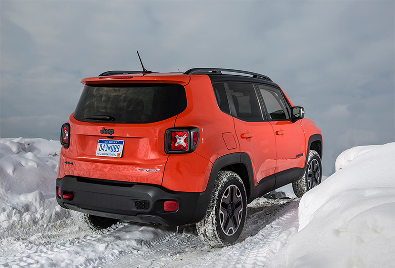 2015-Jeep-Renegade-rear