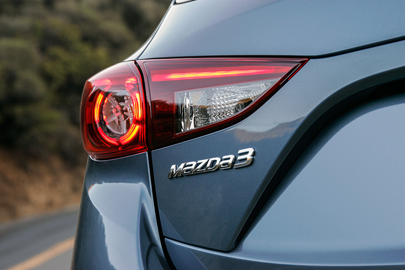 2015-Mazda-3-rear-light
