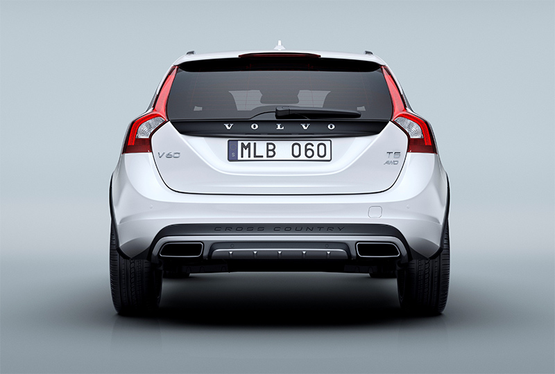 2015.5-Volvo-V60-Cross-Country-rear