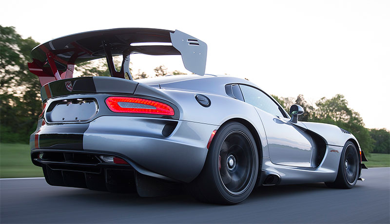 2016-Dodge-Viper-ACR-rear-profile