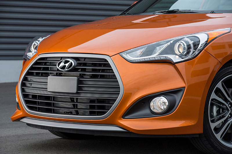 2016-Hyundai-Veloster-front