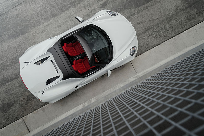 2015-Alfa-Romeo-Spider-4C-top