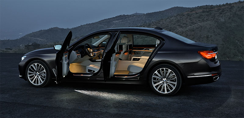 2016-BMW-7-Series-doors