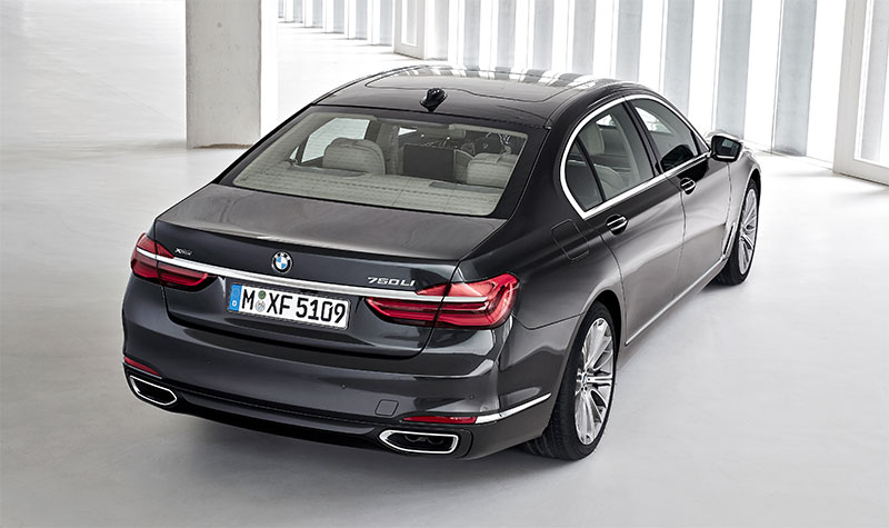 2016-BMW-7-Series-rear