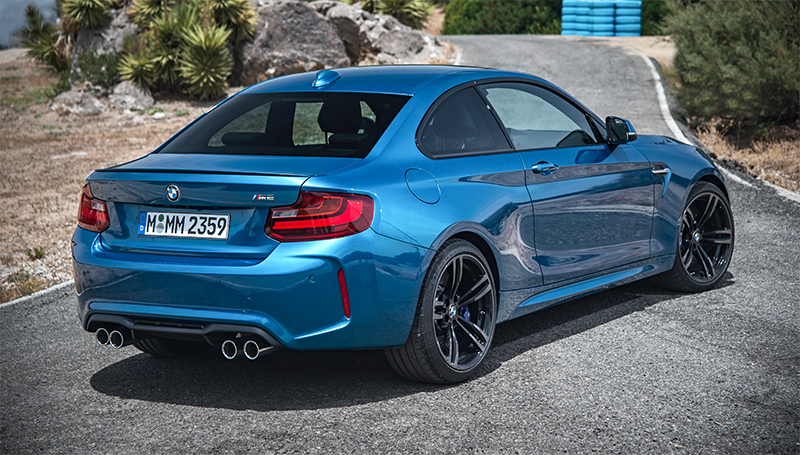 2016 BMW M2-rear profile